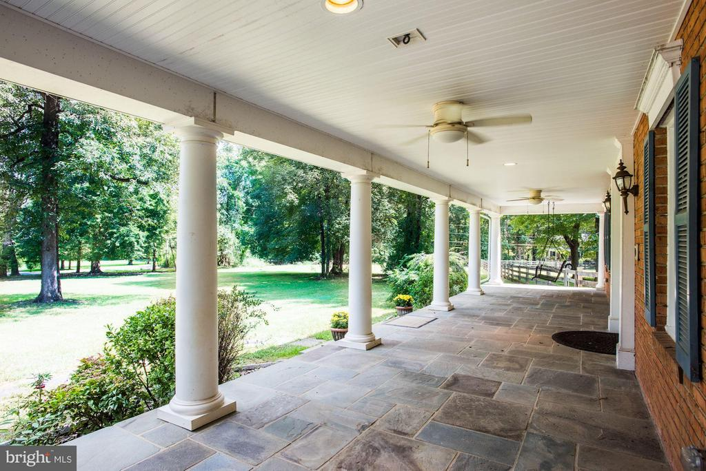 Front porch recessed lights and ceiling fans. - 15781 PALMER LN, HAYMARKET