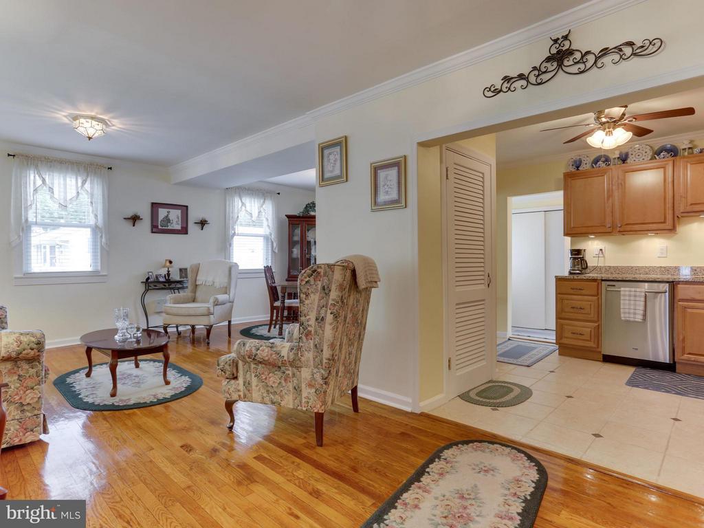 Living Room - 5300 KENESAW ST, COLLEGE PARK
