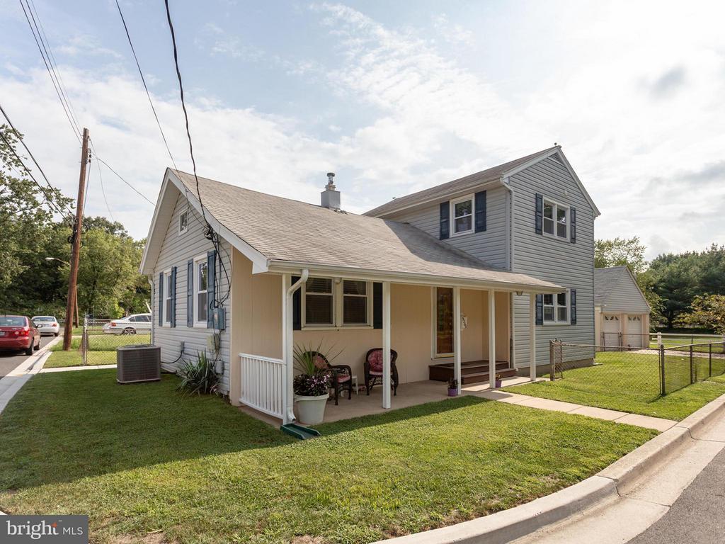 Corner Lot, Front Porch - 5300 KENESAW ST, COLLEGE PARK