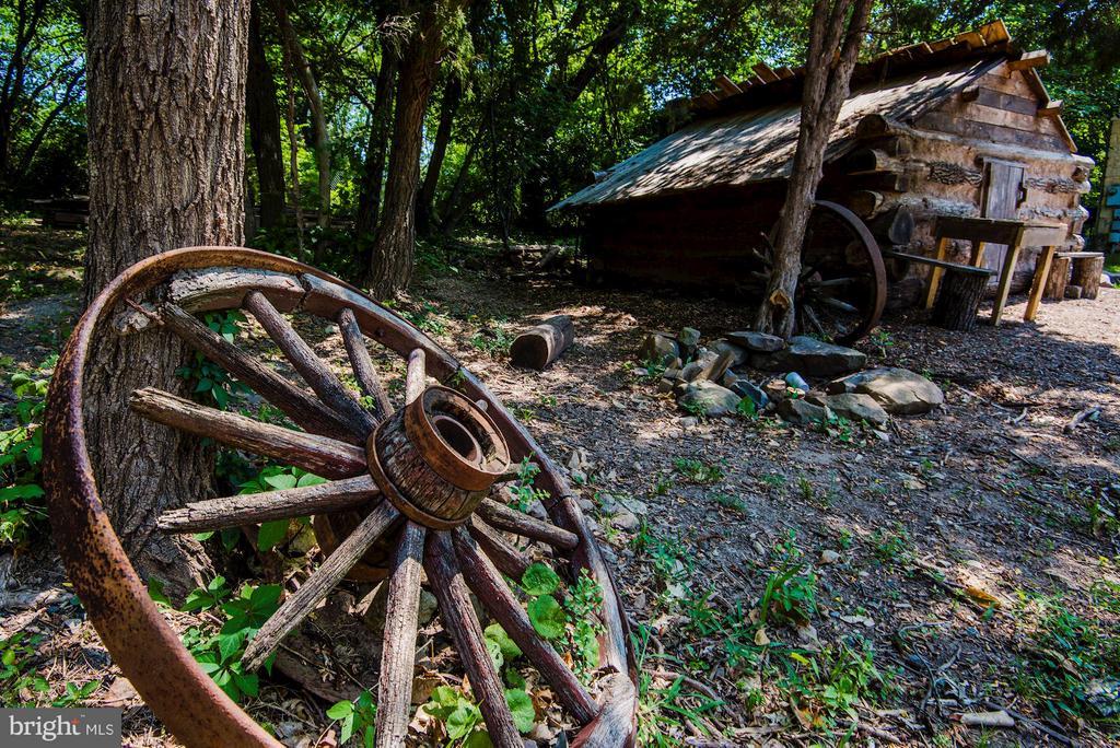 A few blocks away is a replica of Civil War hut - 5524 SUMMIT ST, CENTREVILLE