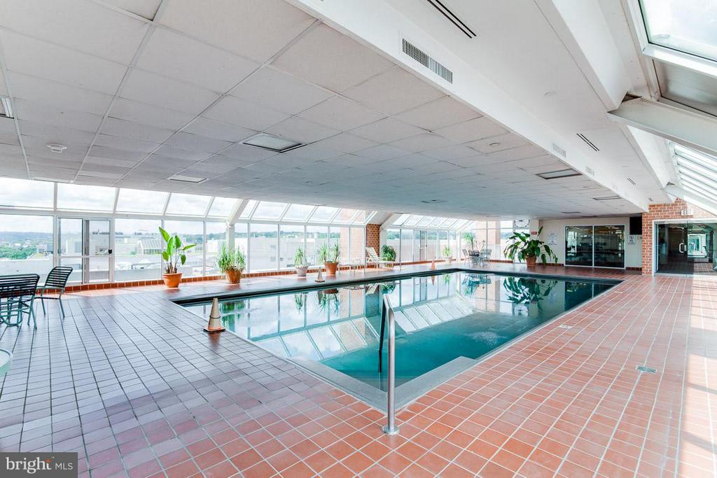Large indoor pool open year around - 1230 23RD ST NW #818, WASHINGTON