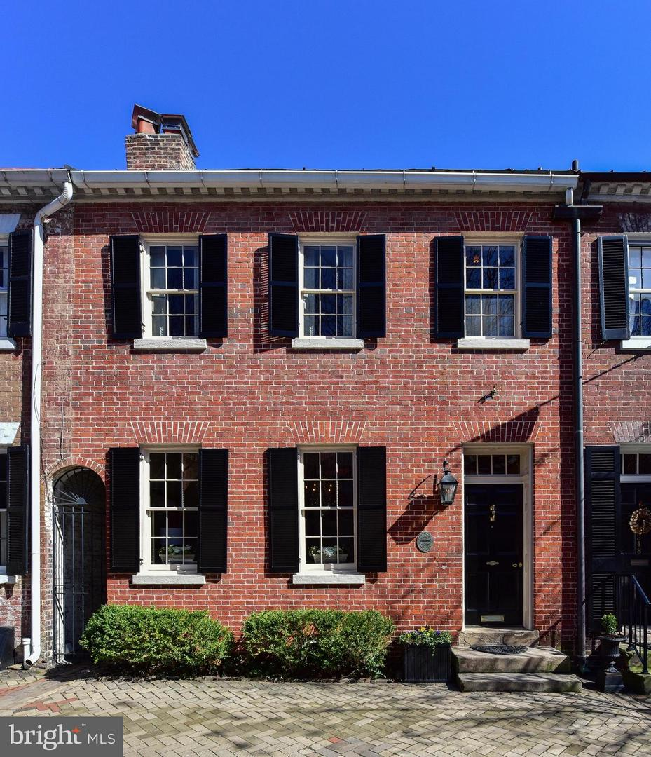 Single Family for Sale at 216 Royal St S Alexandria, Virginia 22314 United States