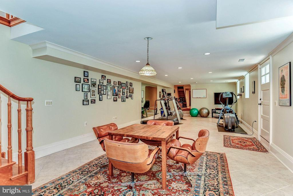 Spacious recreation room with outdoor egress - 214 ROYAL ST N, ALEXANDRIA