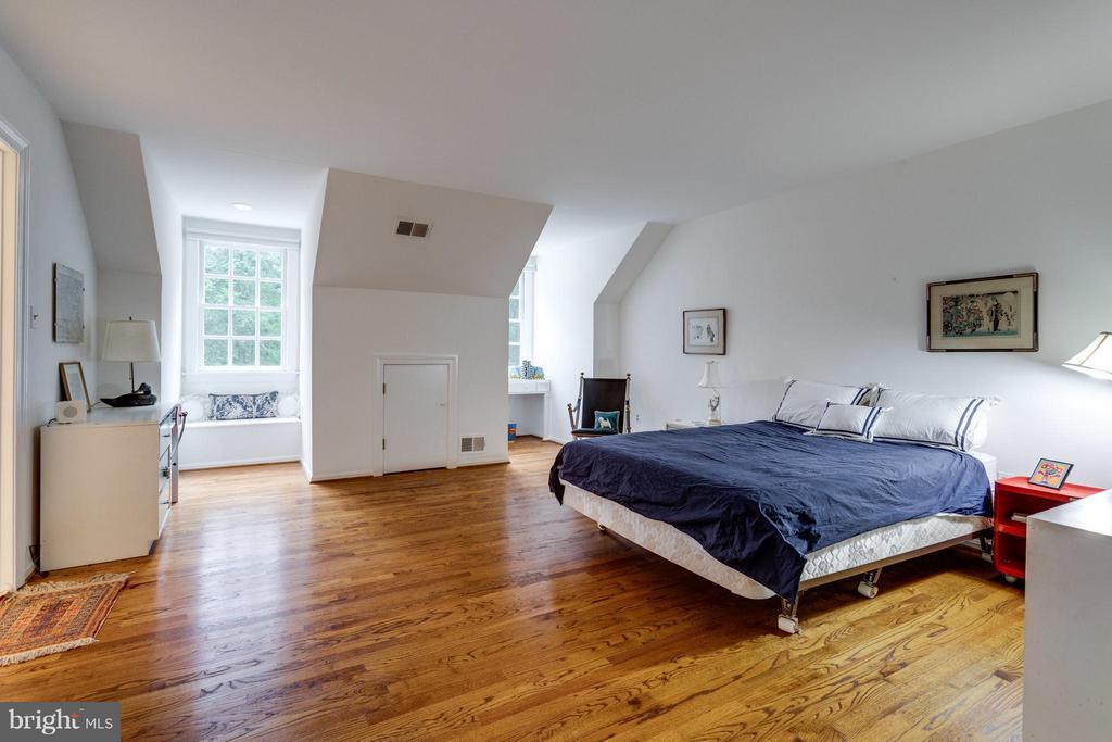 Bedroom - 7717 GEORGETOWN PIKE, MCLEAN