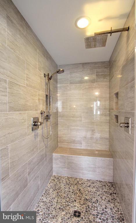 Luxury walk-in shower, photo of similar model - 407 PLUM ST SW, VIENNA