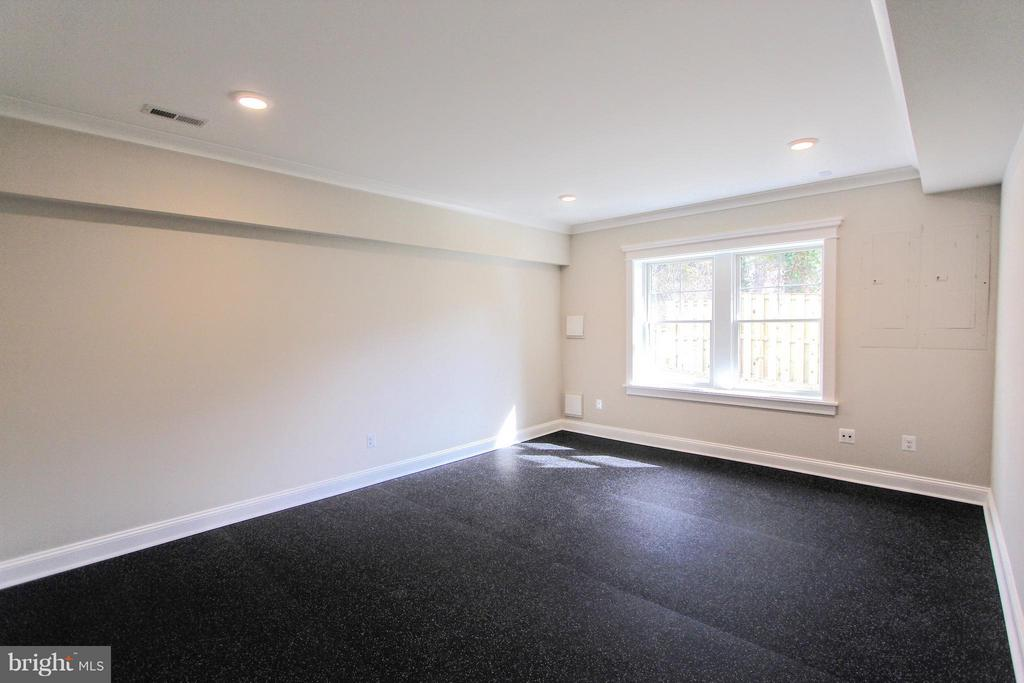 Exercise room, photo of similar model - 407 PLUM ST SW, VIENNA