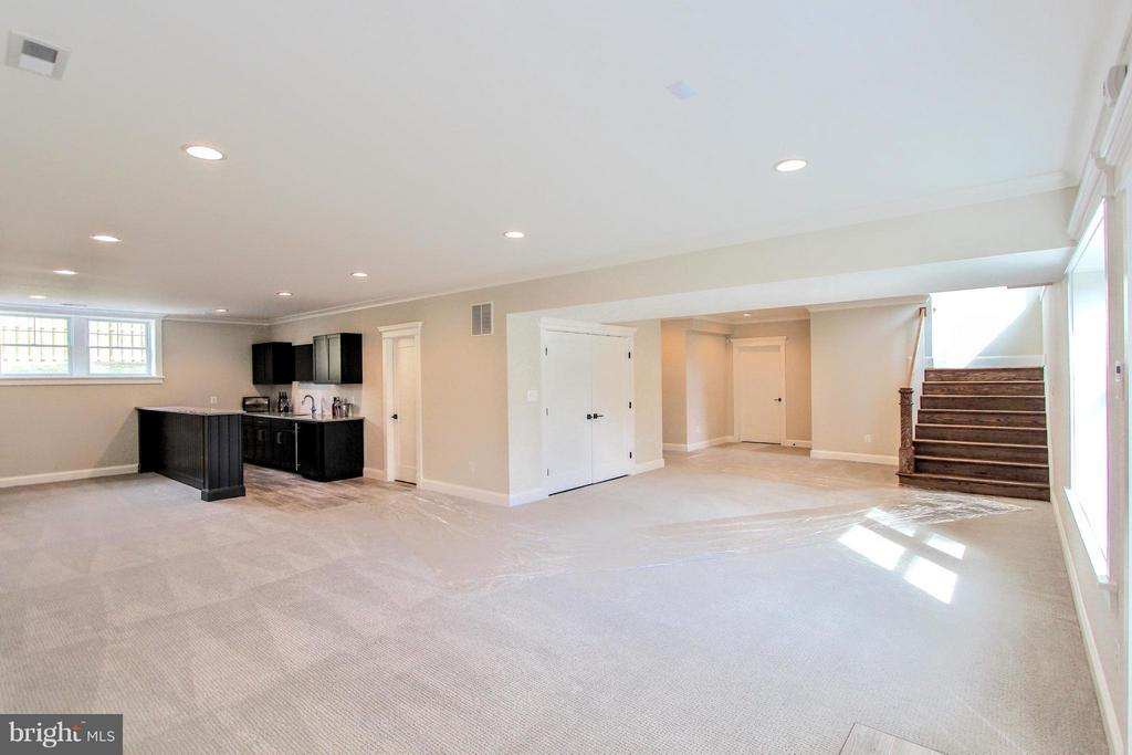 Rec room w/opt. wet bar, photo of similar model - 407 PLUM ST SW, VIENNA