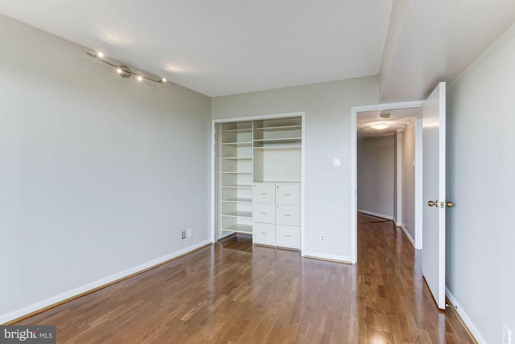 Bedrooms w/walk in closet and organizers - 1200 CRYSTAL DR #513, ARLINGTON