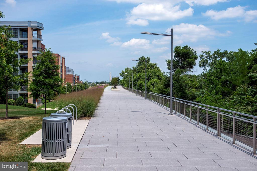 Miles of bike trail at your door step!! - 1200 CRYSTAL DR #513, ARLINGTON