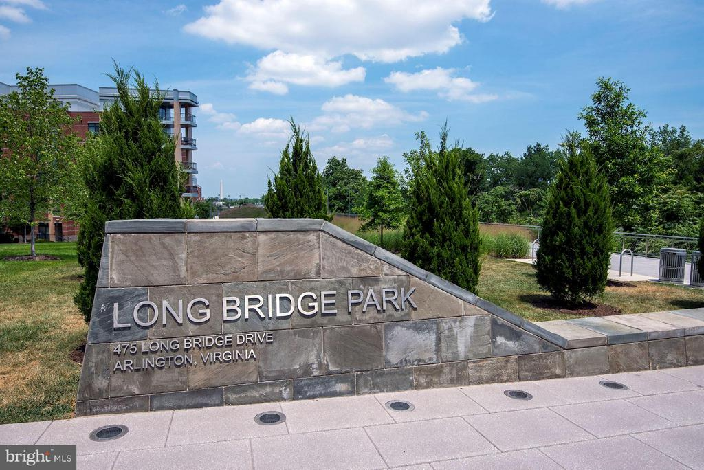 Walk to Parks & Bike Trail - 1200 CRYSTAL DR #513, ARLINGTON