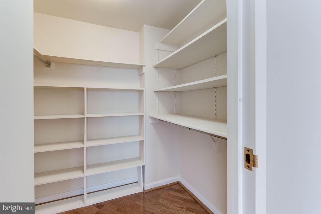 Loads of closet space - 1200 CRYSTAL DR #513, ARLINGTON