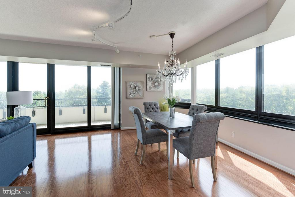 Wow! Views from this dining room are spectacular! - 1200 CRYSTAL DR #513, ARLINGTON