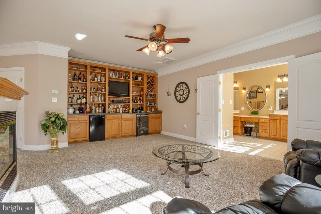 Owner's lounge with beverage cooler and sep fridge - 170 BALL RD, SAINT LEONARD