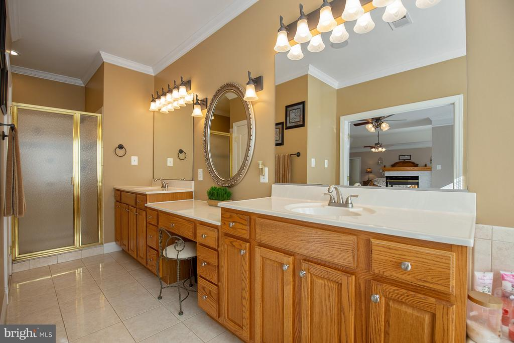 Owner's bath with dual vanities, sep shower. - 170 BALL RD, SAINT LEONARD