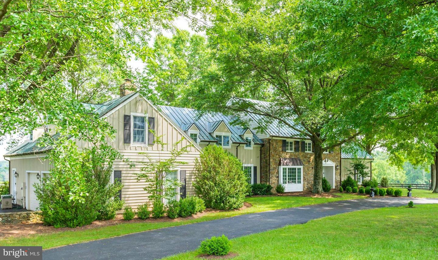Single Family for Sale at 21167 Trappe Rd Upperville, Virginia 20184 United States