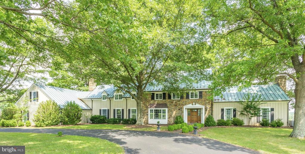A Circular Front drive - 21167 TRAPPE RD, UPPERVILLE