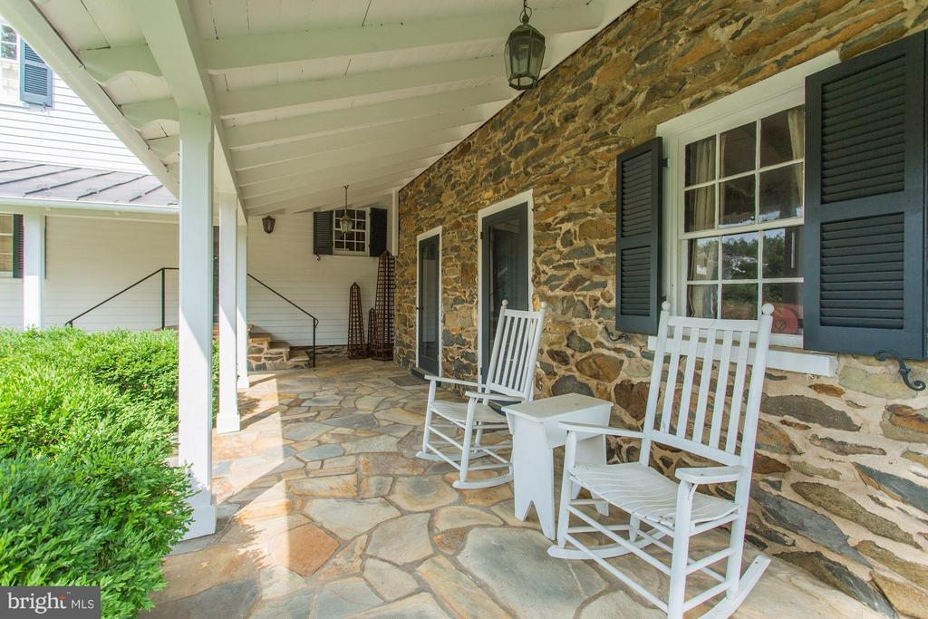 Stone work near everywhere - 9092 JOHN MOSBY HWY, UPPERVILLE