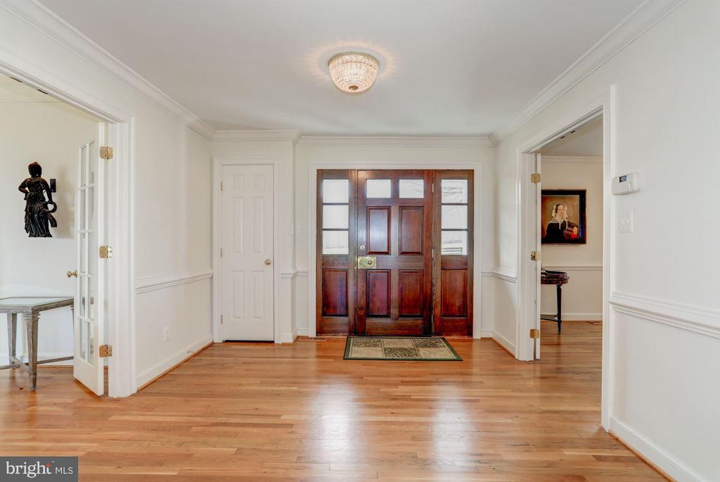 Entry Foyer - Superb Hardwood Floors - 21167 TRAPPE RD, UPPERVILLE