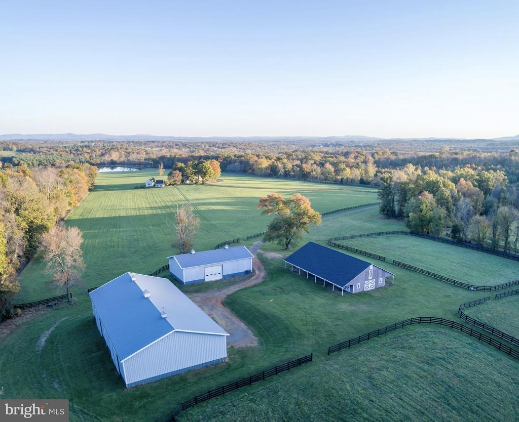 Barn Complex - Possible Indoor Arena - 21167 TRAPPE RD, UPPERVILLE