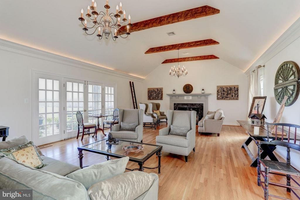 Living Room - 21167 TRAPPE RD, UPPERVILLE