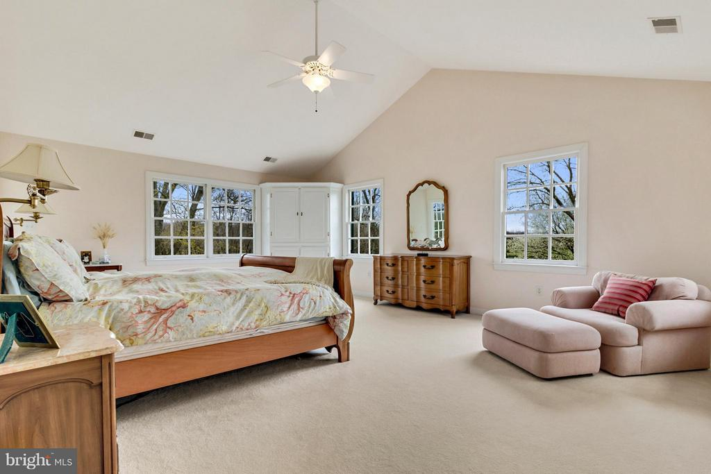 Bedroom (Master) - 140 TRIPLE OAK LN, BERRYVILLE