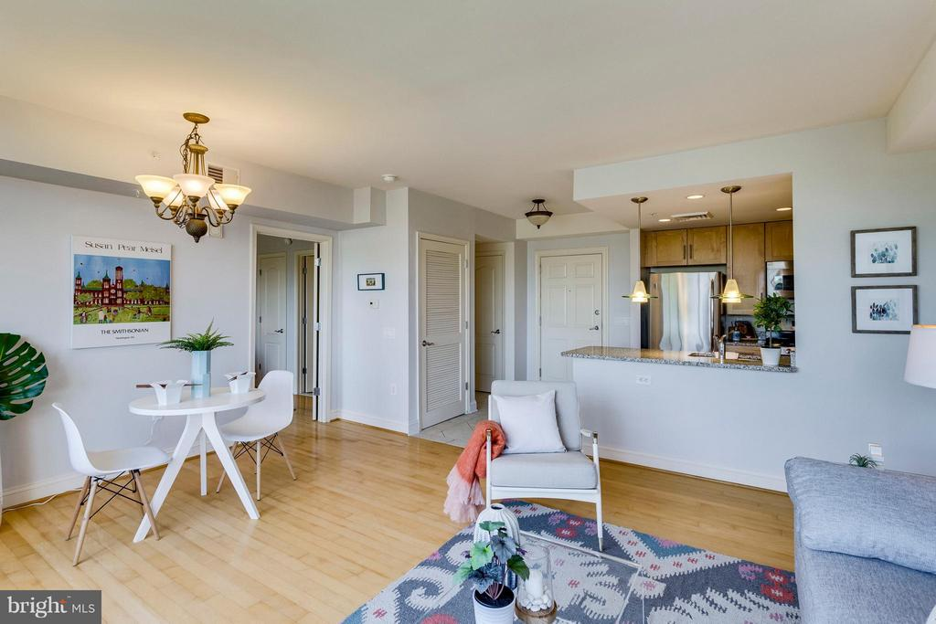 Open Living Room & Kitchen - 525 FAYETTE ST #507, ALEXANDRIA