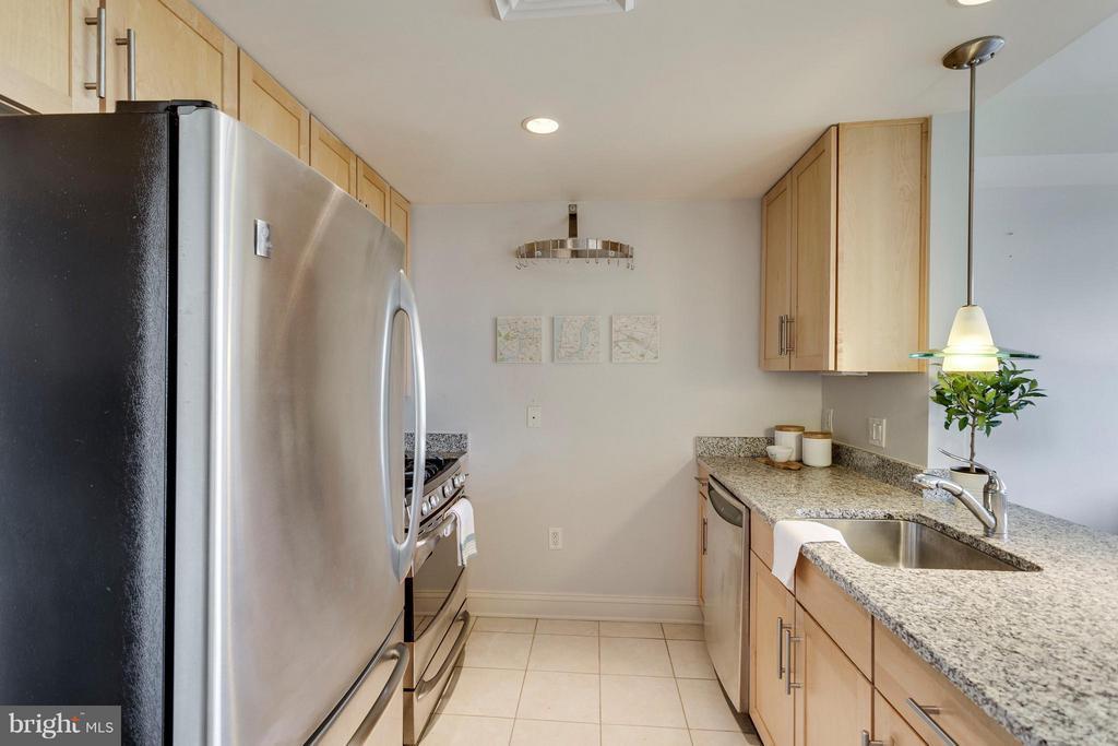 Modern Kitchen - 525 FAYETTE ST #507, ALEXANDRIA