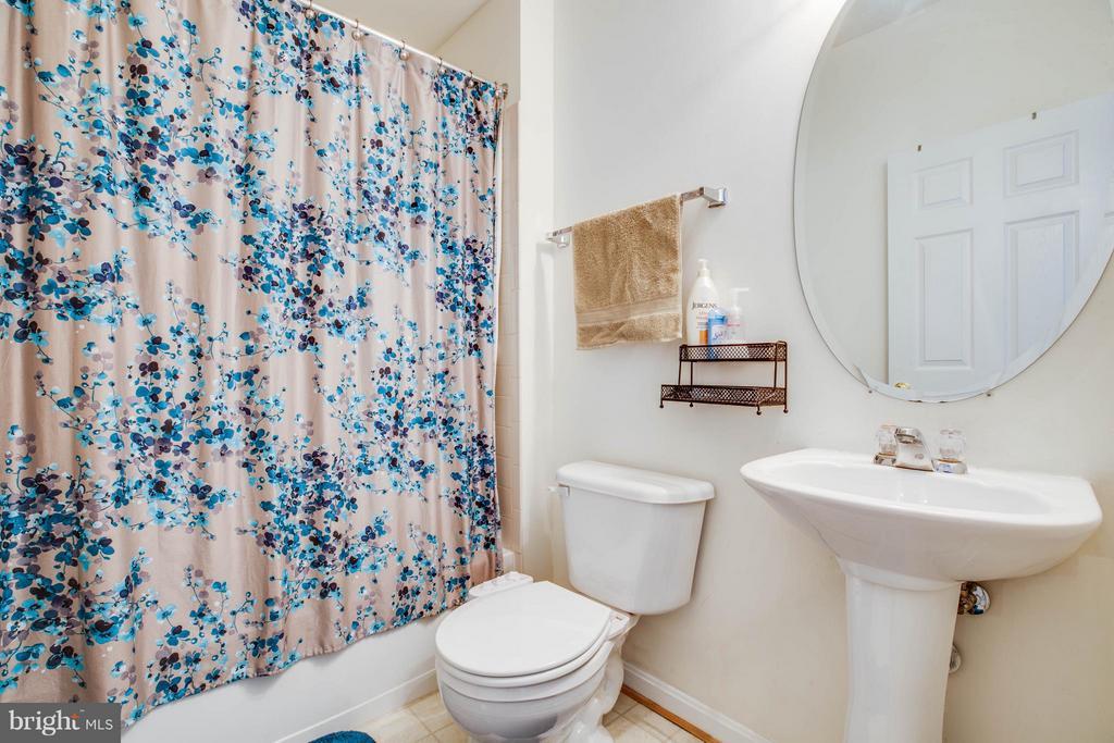 Full Bath Main Floor - 12601 VENTURA LN, FREDERICKSBURG
