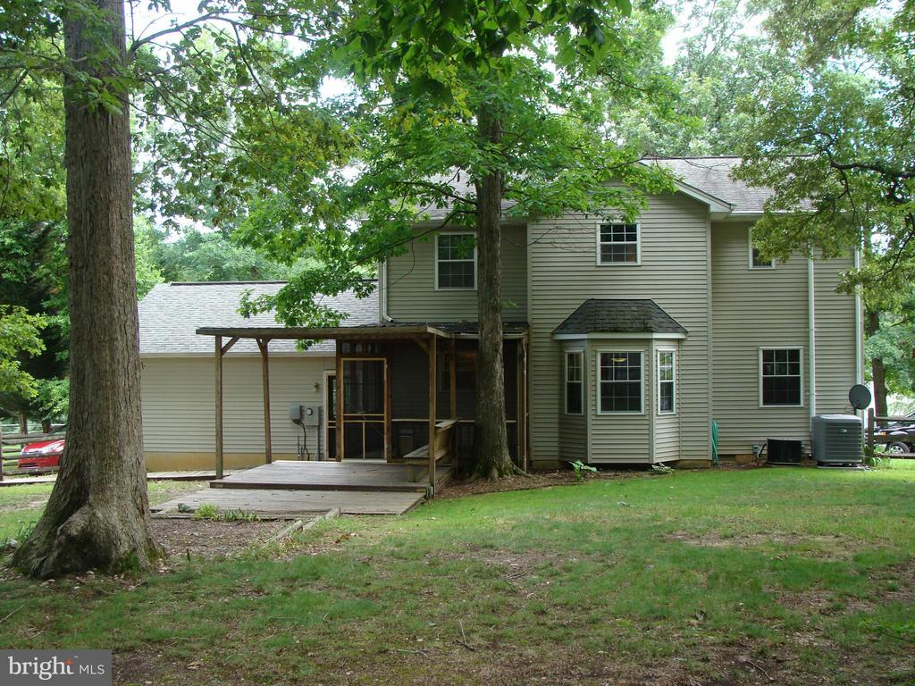view of the back of the house & screened porch - 115 HAMLIN DR, FREDERICKSBURG