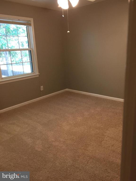 Bedroom #2 with new carpet - 115 HAMLIN DR, FREDERICKSBURG