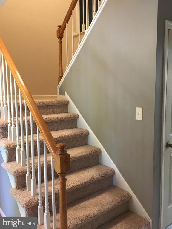 Stairway to the upper level - new carpet - 115 HAMLIN DR, FREDERICKSBURG