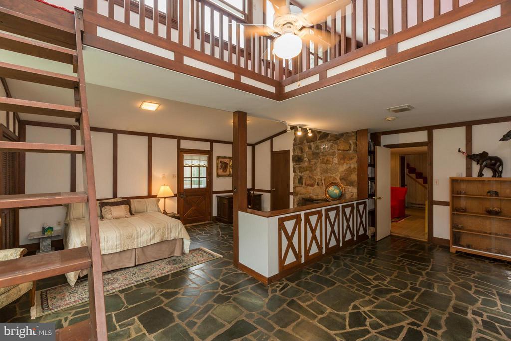 Guest Cottage & Loft - 399 CASTLETON FORD RD, CASTLETON