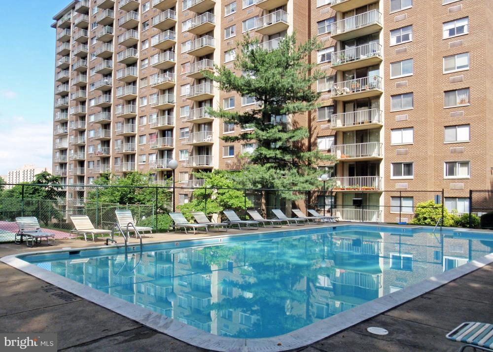 Community pool - 2059 HUNTINGTON AVE #211, ALEXANDRIA