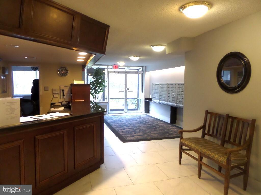 Front desk - 2059 HUNTINGTON AVE #211, ALEXANDRIA