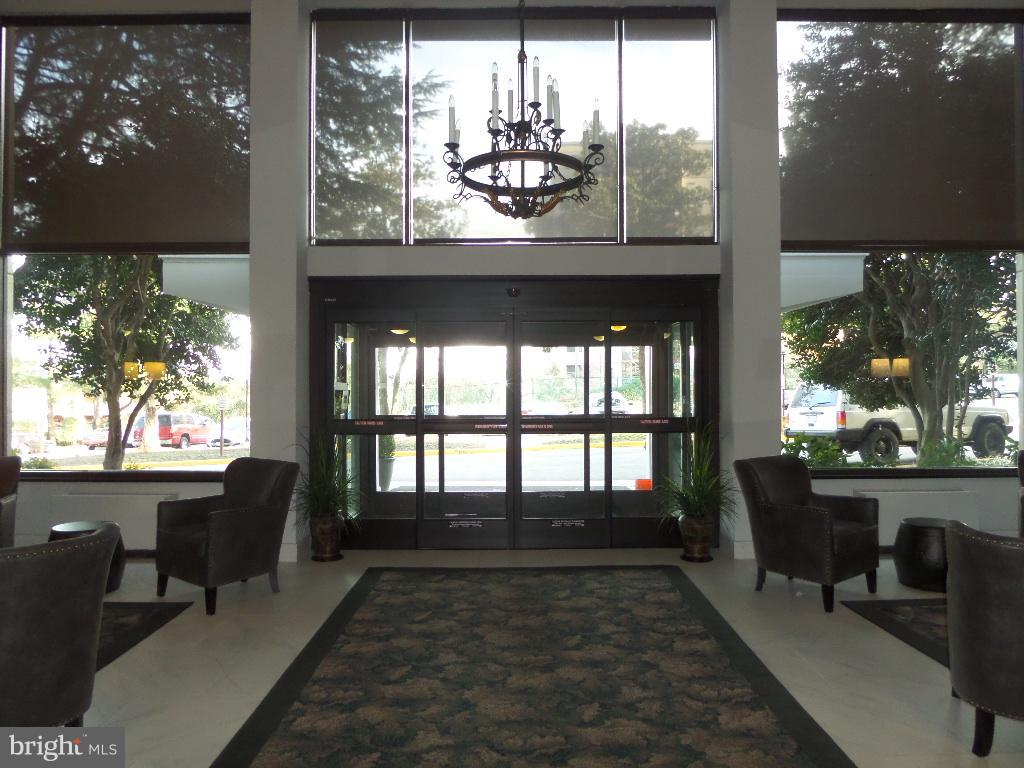 Lobby entrance - 2059 HUNTINGTON AVE #211, ALEXANDRIA