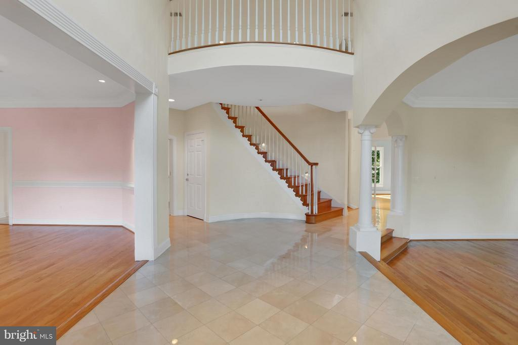 Two Story Foyer - 11309 STONEHOUSE PL, POTOMAC FALLS