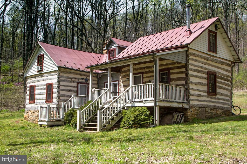 Beautifully restored log cabin - 437 YANCEY RD, WOODVILLE
