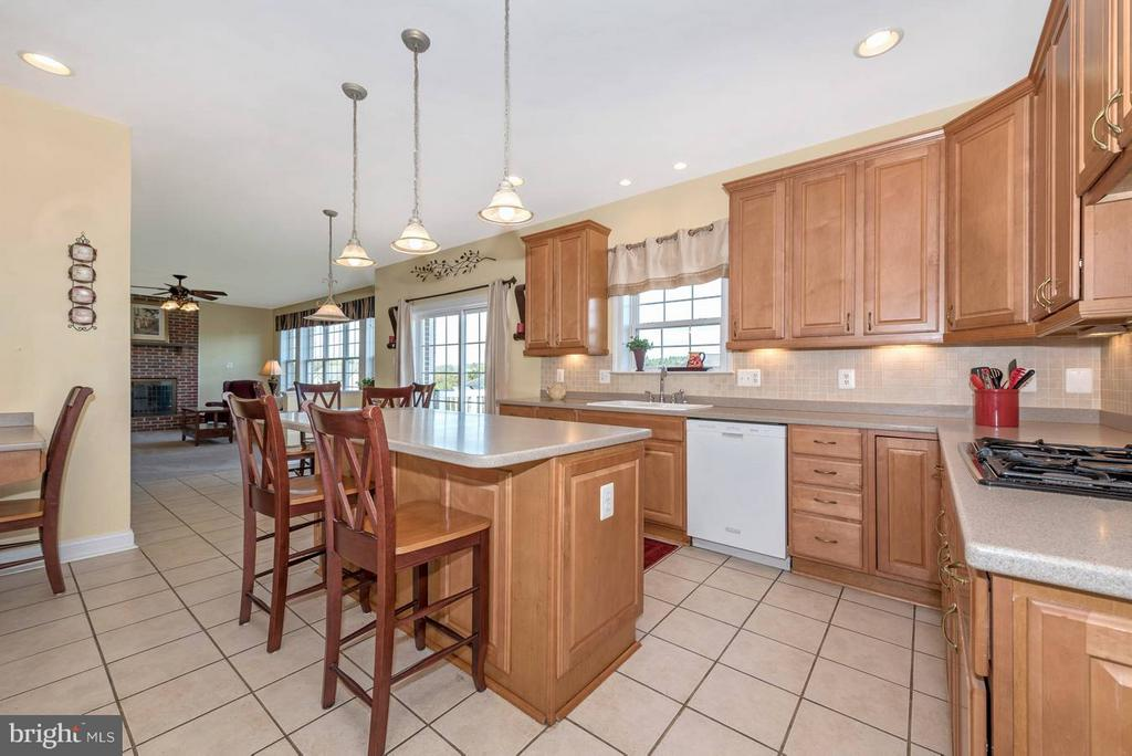 Spacious, gourmet kitchen - 6103 RIVER VIEW CT, FREDERICK