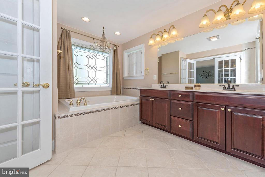 Luxury Master Bath - 6103 RIVER VIEW CT, FREDERICK