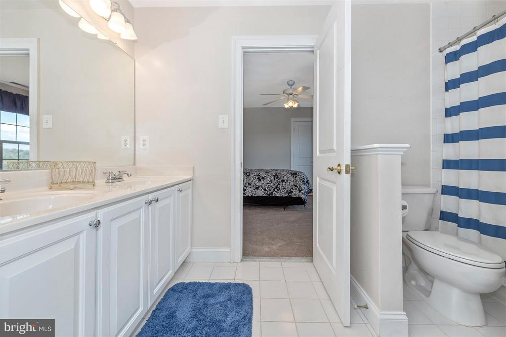 Dual Entry Bathroom - 6103 RIVER VIEW CT, FREDERICK