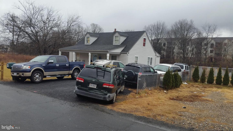 Photo of home for sale at 8471 Quarry Road, Manassas VA