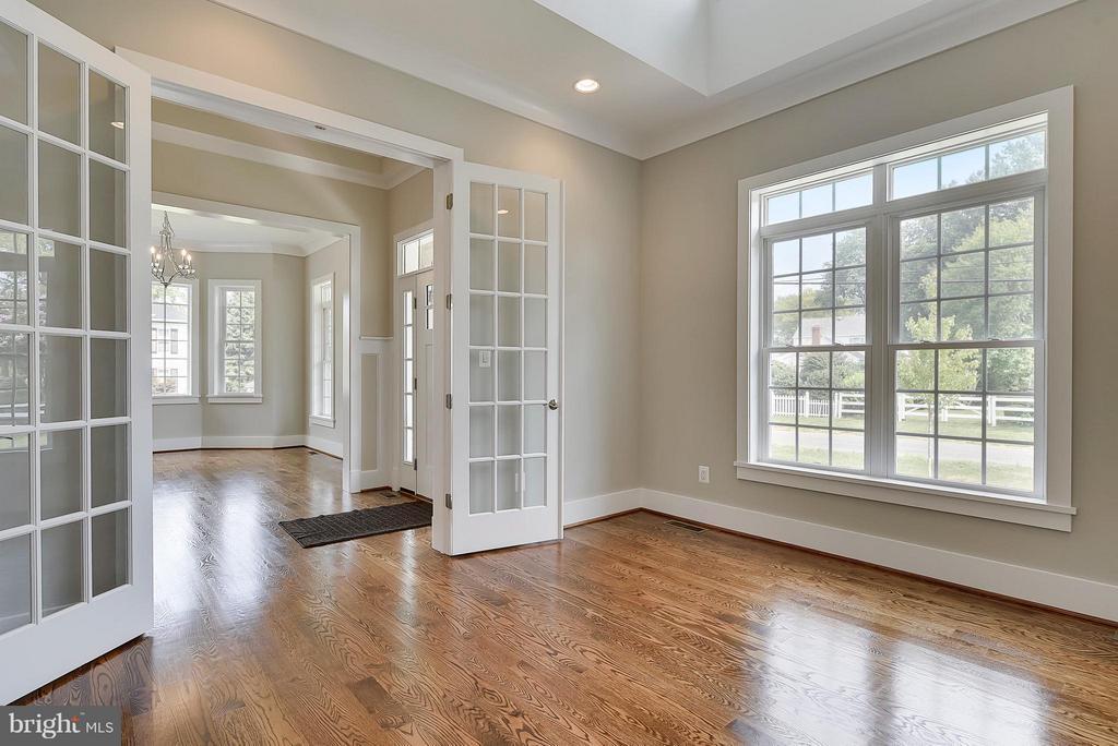2 Story Living Room/Office - 9102 EWELL ST, MANASSAS