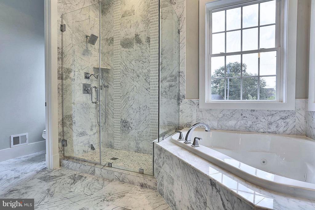 Bath (Master) - 9102 EWELL ST, MANASSAS