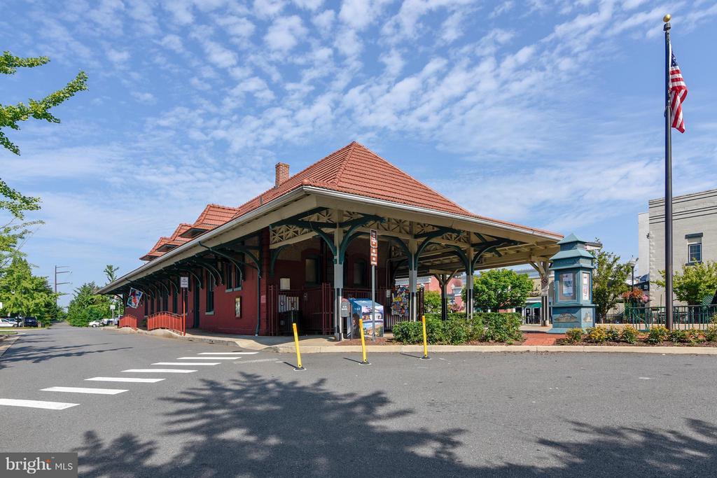 VRE Commuter Rail 1/2 mile away - 9102 EWELL ST, MANASSAS