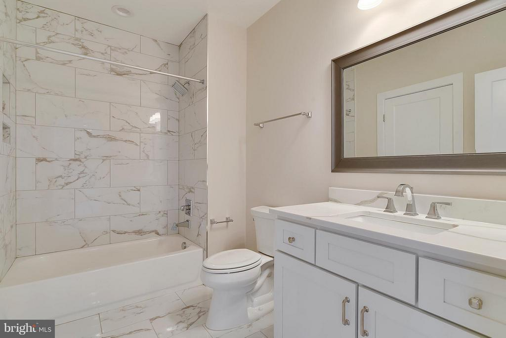 Lower Level Full Bath - 9102 EWELL ST, MANASSAS