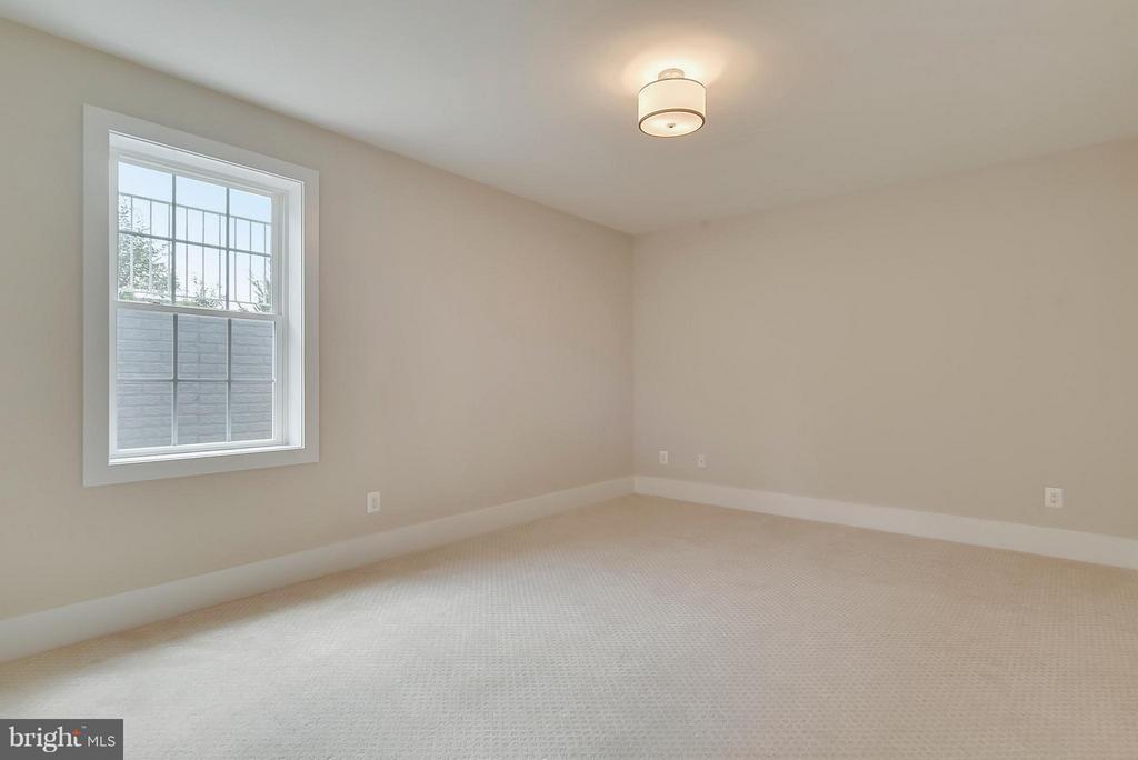 Lower Level Bedroom - 9102 EWELL ST, MANASSAS