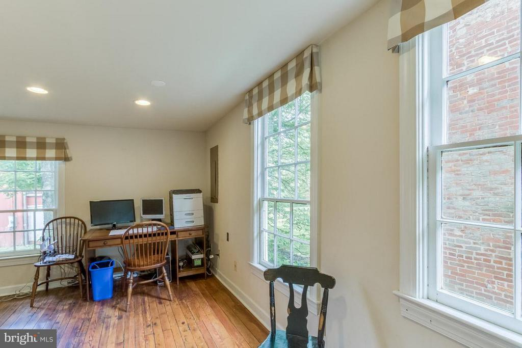 Office space - 15481 SECOND ST, WATERFORD
