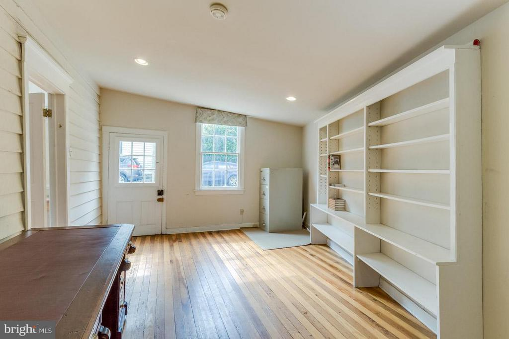Office/shop space w/ own entrance - 15481 SECOND ST, WATERFORD