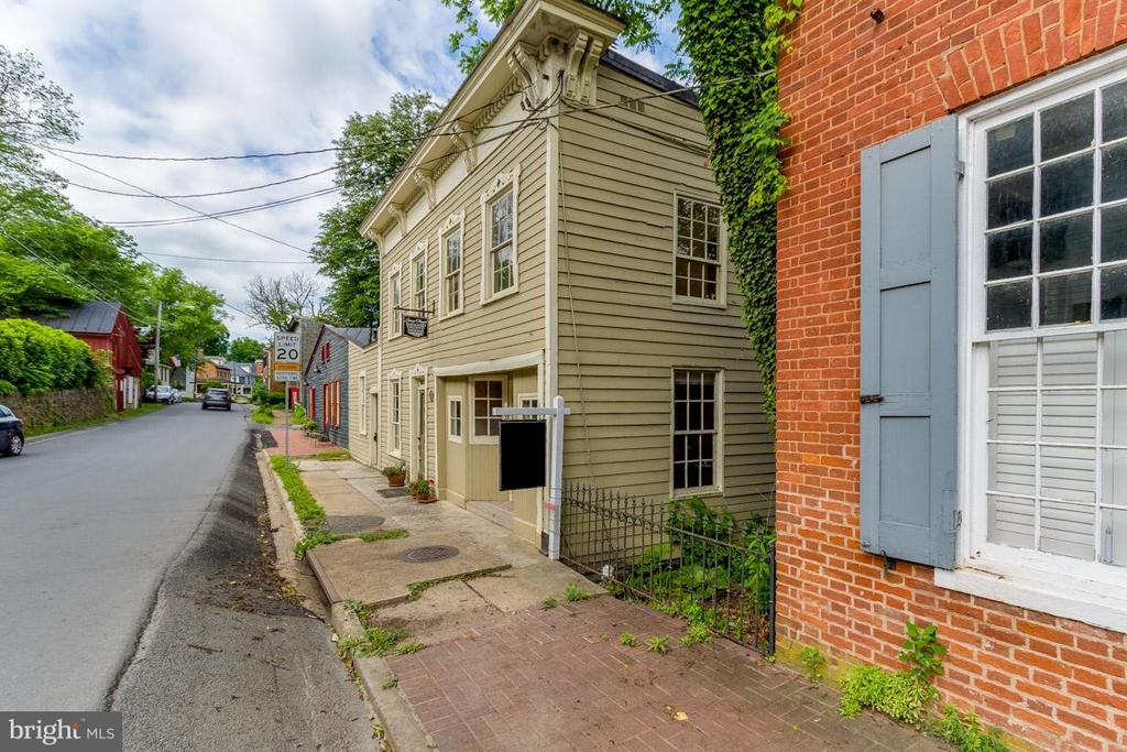 Exterior (Front) - 15481 SECOND ST, WATERFORD