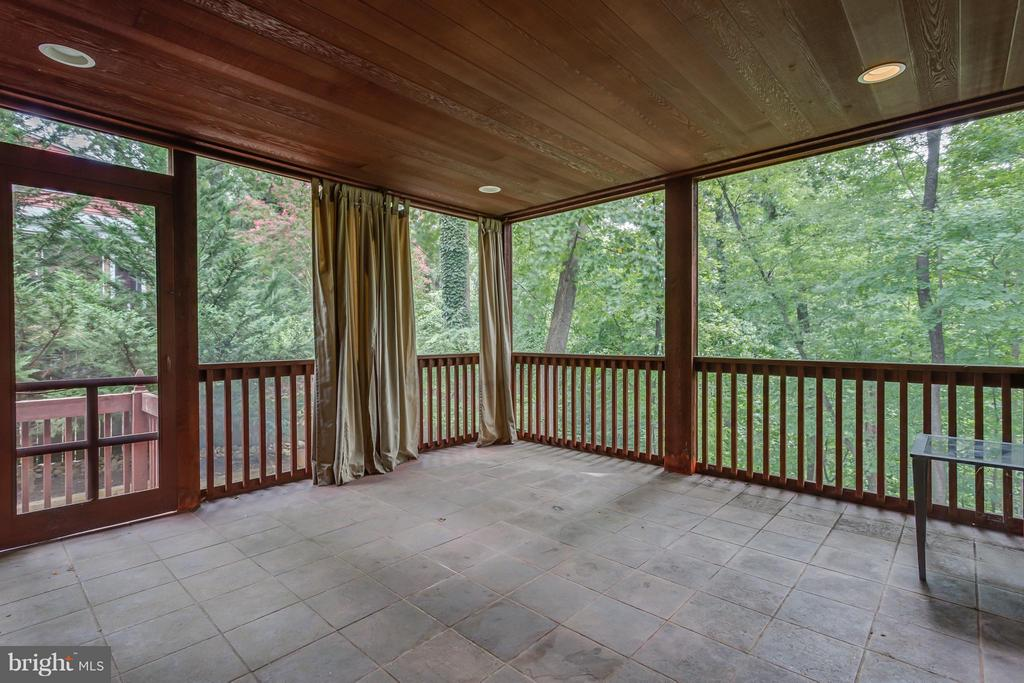 Screened-in Deck Of Of Family Room - 35 ABERDEEN ST S, ARLINGTON